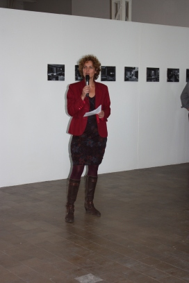Sandrien opens the exhibition.