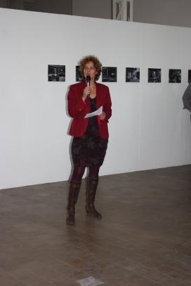 Sandrien opens the exhibition.