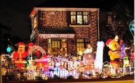 tacky_christmas_decorations_640_30