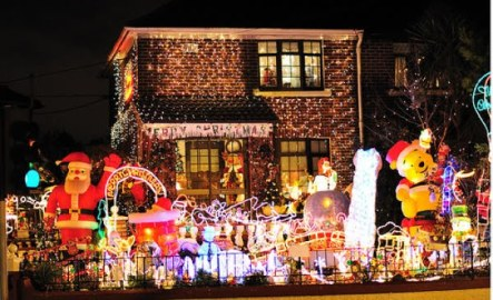 tacky_christmas_decorations_640_30
