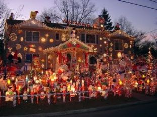 tacky_christmas_decorations_640_40