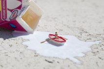 little-people-project-cool-miniature-art-chicquero-milk-boat