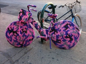 Brooklyn-Street-Art-Bicycle-knitted-cozy1