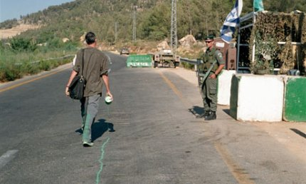 The-Green-Line-by-Francis Alÿs